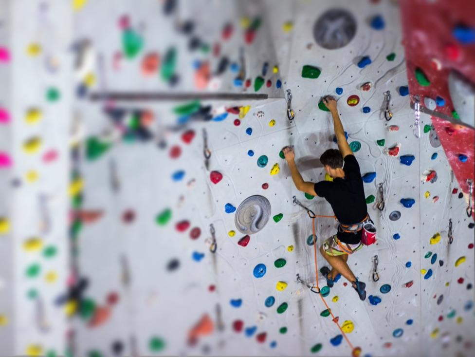 Kletterkurs in der Halle. Indoor Klettern lernen. Kursübersicht.